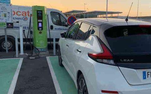 Borne électrique - Parking E-Leclerc Ylium