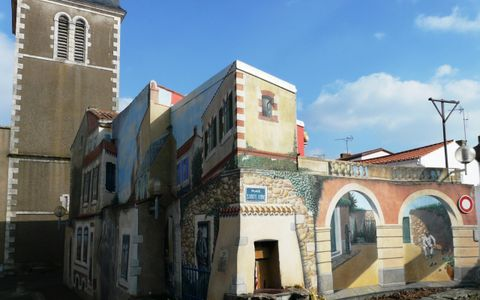Eglise Saint Nicolas et la Place Sainte Anne