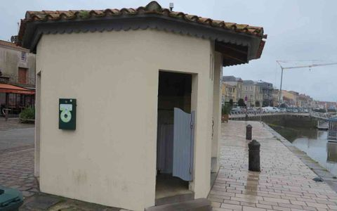 Toilettes - Quai Garnier