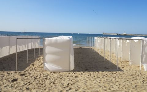 Bains Bikini Beach