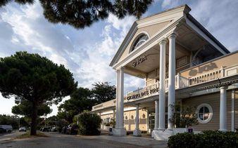 Nouvelle façade de Joa Casino les Pins crédit Frenshoot - Nouvelle façade de Joa Casino les Pins