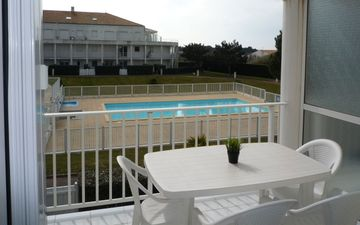 Apartment Pool Immobilier Sablais APPA P04259