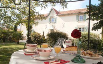 Gästezimmer Aux Jardins de l'Emilière