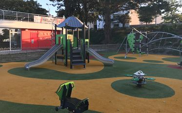 Spielplatz - Parc de l'Abbaye Sainte Croix