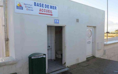 Toilettes - Base de mer - Poste de secours